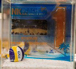 08-01-2017 NED: NK Beachvolleybal Indoor, Aalsmeer<br /> NK Indoor Finale / De prijzen, cups