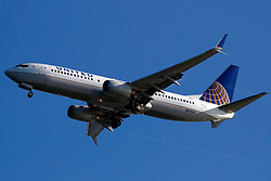 Boeing 737-824 (N27239) operated by United Airlines on approach to San Francisco International Airport (SFO), San Francisco, California, United States of America