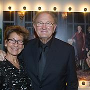 NLD/Hilversum/20131125 - Inloop Musical Awards Gala 2013, Joop van den nde en partner Janine