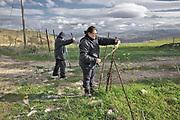 Mezzojuso, azienda agricola delle sorelle Napoli, Ina e Irene Napoli sistemano la recinzione  dell'azienda costantemente violata .<br /> Mezzojuso, Sicily, Napoli sisters farm, Ina and Irene fix the fence.