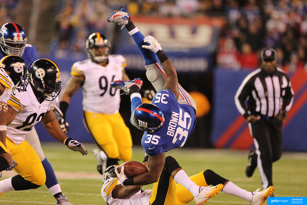 Giants Andre Brown is tackled by Steelers Ike Taylor during the New York Giants V Pittsburgh Steelers NFL American Football match at MetLife Stadium, East Rutherford, NJ, USA. 4th November 2012. Photo Tim Clayton
