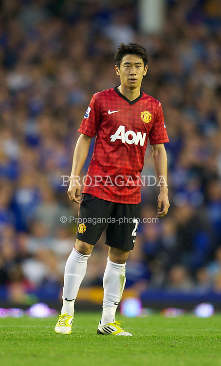 LIVERPOOL, ENGLAND - Monday, August 20, 2012: Manchester United's Shinji Kagawa in action against Everton during the Premiership match at Goodison Park. (Pic by David Rawcliffe/Propaganda)