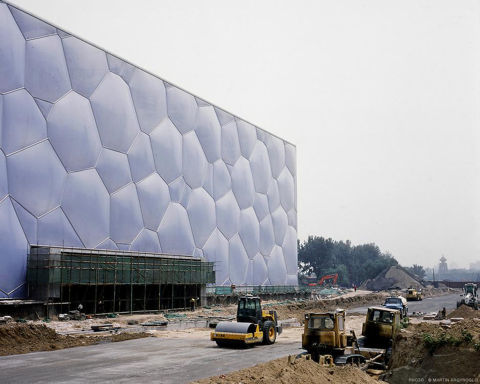 """futur stade de Beijing construit par les architectes Herzog et de Meuron pour les Jeux Olympique d'été de 2008 à Beijing. Juillet 2007 Nouvelle piscine olympique """"watercube"""", Pékin, July 2007 / New Olympic swiming pool """"watercube"""", Beijing, July 200"""