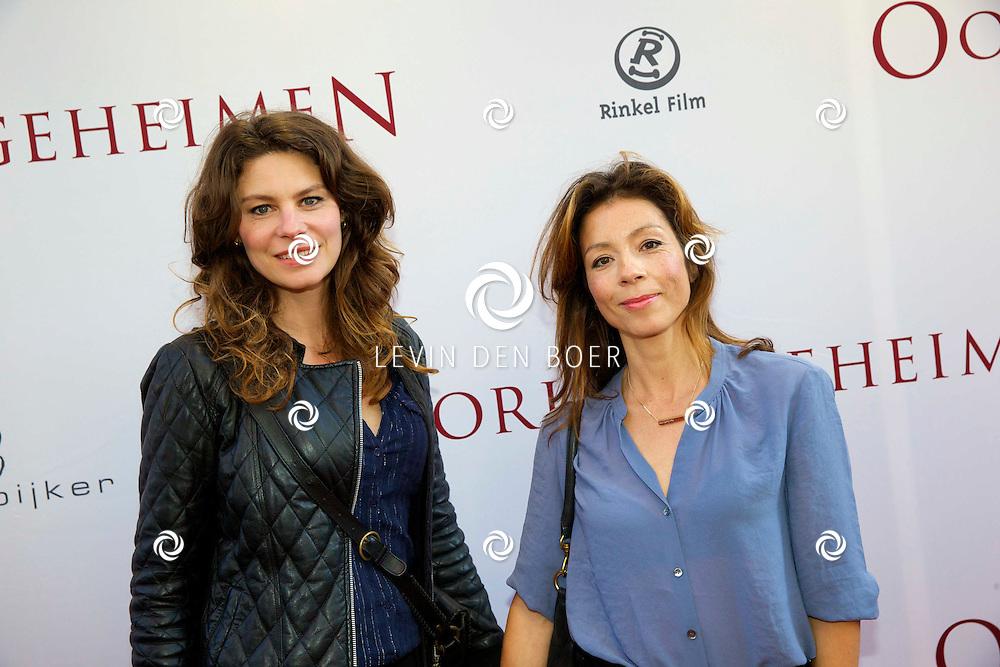 AMSTERDAM - In het Tuschinski Theater ging de nieuwe Nederlandse film 'Oorlogsgeheimen' in premiere. Met hier op de foto Rifka Lodeizen en Nadja Hüpscher. FOTO LEVIN DEN BOER - PERSFOTO.NU