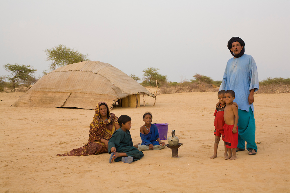 Tuareg family in a nomad camp in the desert around Timbuktu, in Mali.