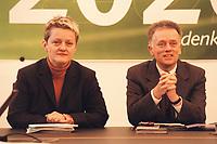08 JAN 2001, BERLIN/GERMANY:<br /> Renate Kuenast und Fritz Kuhn, Bundesvorsitzende von Buendnis 90 / Die Gruenen, vor Beginn der Klausursitzung des Gruenen Bundesvorstandes, Bundesgeschaeftsstelle<br /> IMAGE: 20010108-01/01-29<br /> KEYWORDS: Gr&uuml;n, K&uuml;nast