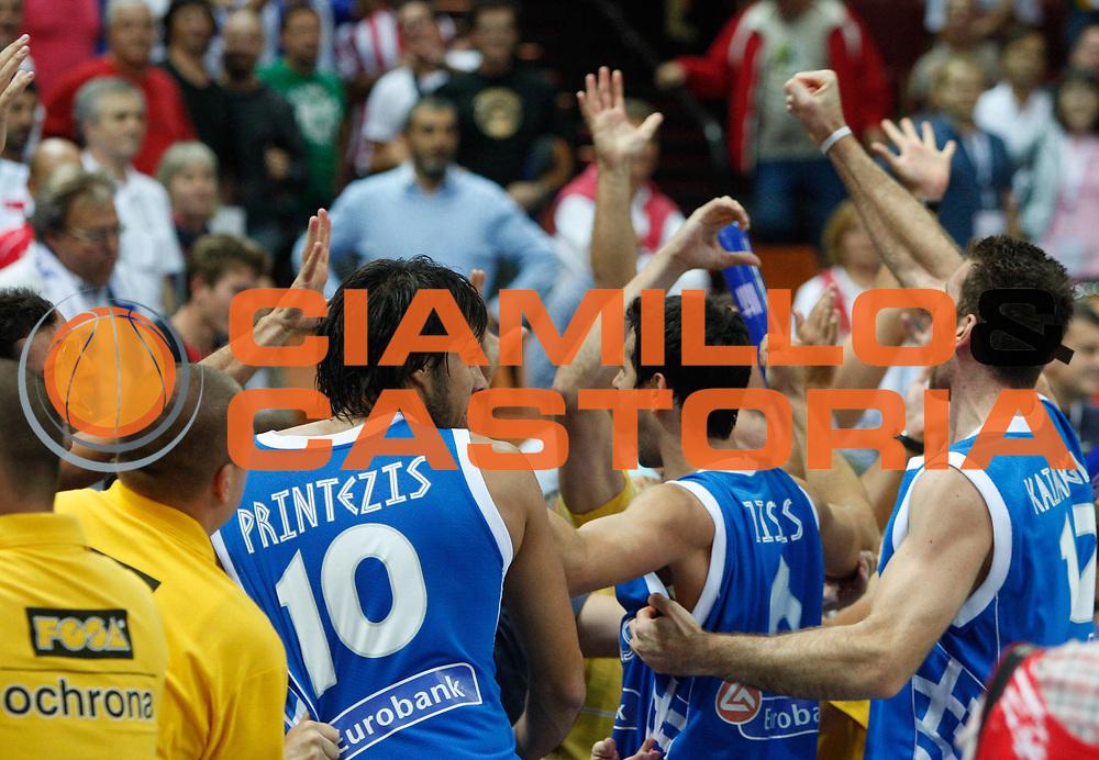 DESCRIZIONE : Katowice Poland Polonia Eurobasket Men 2009 Quarter Final Turchia Turkey Grecia Greece<br /> GIOCATORE : Team Grecia Greece<br /> SQUADRA : Grecia Greece<br /> EVENTO : Eurobasket Men 2009<br /> GARA : Turchia Turkey Grecia Greece <br /> DATA : 18/09/2009 <br /> CATEGORIA : esultanza<br /> SPORT : Pallacanestro <br /> AUTORE : Agenzia Ciamillo-Castoria/M.Kulbis<br /> Galleria : Eurobasket Men 2009 <br /> Fotonotizia : Katowice  Poland Polonia Eurobasket Men 2009 Quarter Final Turchia Turkey Grecia Greece<br /> Predefinita :