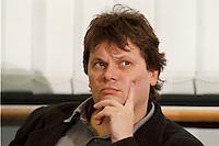 15.12.1998, Deutschland/Bonn:<br /> Dietmar Strehl, Schatzmeister B90/Grüne,während einer Pressekonferenz zur konstituierenden Sitzung, Haus der Geschichte, Bonn <br /> IMAGE: 19981215-03/01-03
