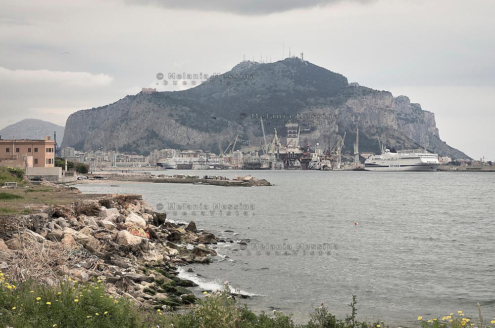Palermo gulf and harbor.<br /> Il golfo e il porto di Palermo.