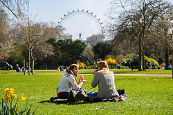 © Licensed to London News Pictures. 07/04/2015. LONDON, UK. People picnicking in St James's Park in London on Tuesday, 7 April 2015 as temperature hits 17C. Photo credit : Tolga Akmen/LNP