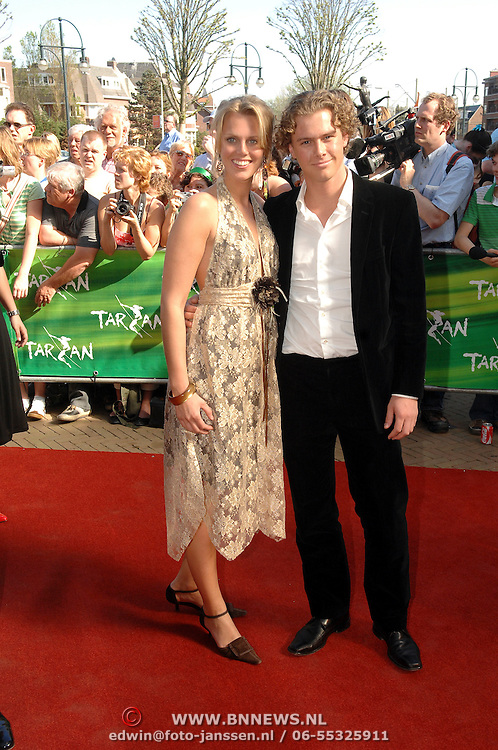 NLD/Scheveningen/20070415 - Premiere Tarzan, Sanne Heijen en partner