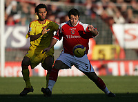 Photo: Lee Earle.<br /> Charlton Athletic v Liverpool. The Barclays Premiership. 16/12/2006. Liverpool's Jermaine Pennant (L) battles with Andy Reid.