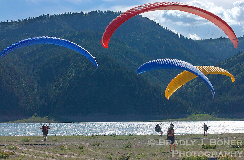 NEWS&GUIDE PHOTO / BRADLY J. BONER.A group of paragliders kite their parachute Saturday during Aerofest 2004 at Palisades Reservoir in Alpine.  The exercise helps the paragliders practice handling their chutes.