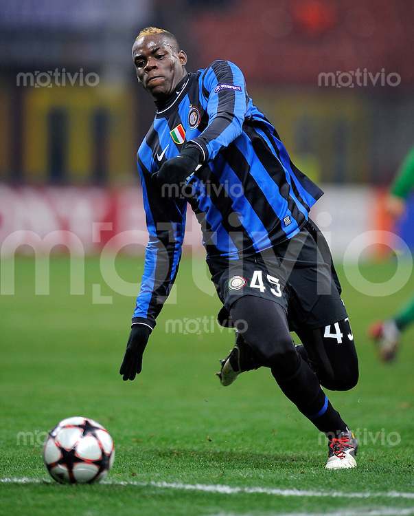 FUSSBALL  International  Champions League  SAISON 2009/2010    Inter Mailand  - Kazan       09.12.2009 Mario Barwuah Balotelli (Inter)
