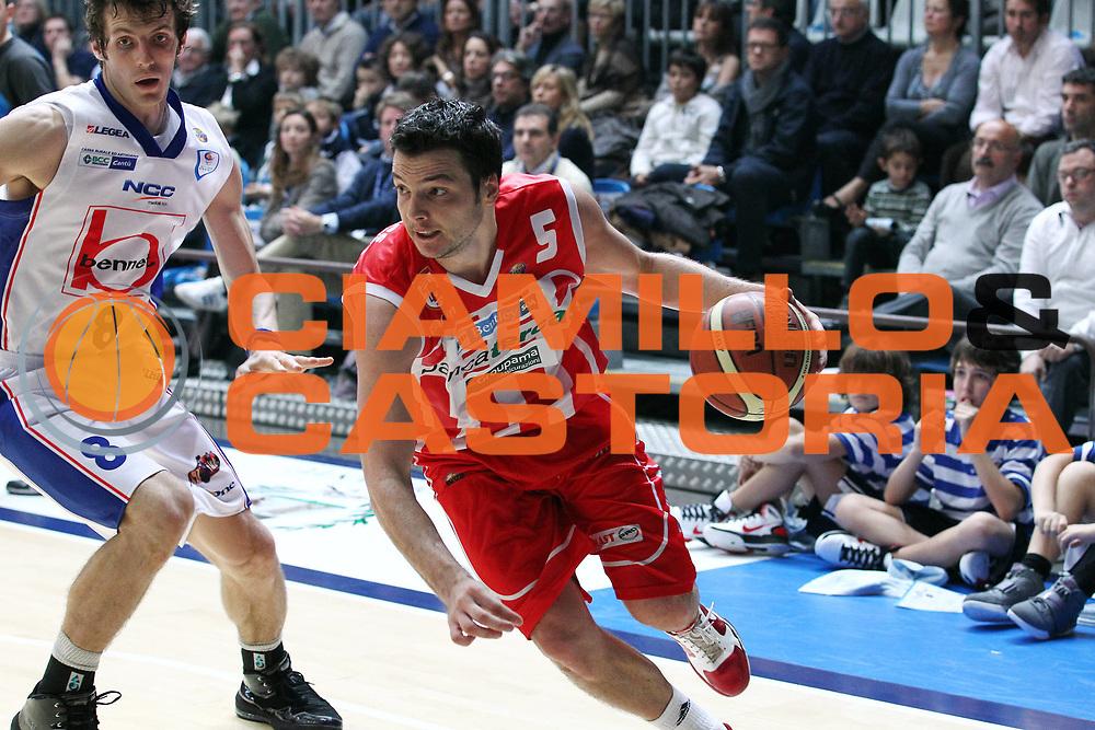 DESCRIZIONE : Cantu Lega A 2010-11 Bennet Cantu Banca Tercas Teramo<br /> GIOCATORE : Ivan Zoroski<br /> SQUADRA : Banca Tercas Teramo<br /> EVENTO : Campionato Lega A 2010-2011<br /> GARA : Bennet Cantu Banca Tercas Teramo<br /> DATA : 06/11/2010<br /> CATEGORIA : Palleggio<br /> SPORT : Pallacanestro<br /> AUTORE : Agenzia Ciamillo-Castoria/G.Cottini<br /> Galleria : Lega Basket A 2010-2011<br /> Fotonotizia : Cantu Lega A 2010-11 Bennet Cantu Banca Tercas Teramo<br /> Predefinita :