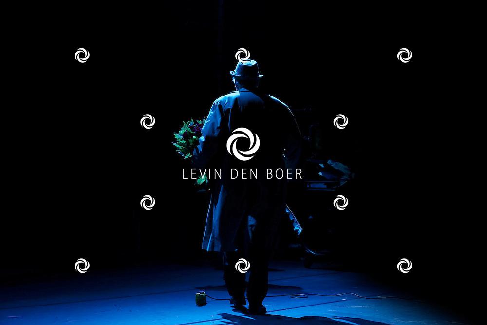 AMSTERDAM - In de DeLaMar theater is de premiere van de musical Baantjer. Met hier op de foto  acteur Peter Tuinman die de hoofdrol speelt van De Kock. FOTO LEVIN DEN BOER - PERSFOTO.NU