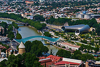 Georgie, Caucase, Tbilissi, vieille ville, Mtkvari rivière, Pont de la paix, architecte Michele de Lucchi // Georgia, Caucasus, Tbilisi, old city, Mtkvari river, Peace Bridge, designed by the italian architect Michele de Lucchi