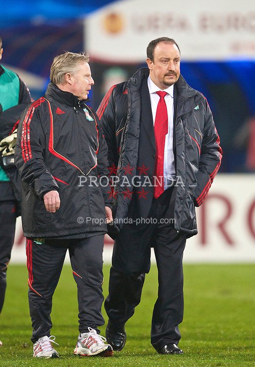 BUCHAREST, ROMANIA - Thursday, February 25, 2010: Liverpool's manager Rafael Benitez and assistant manager Sammy Lee before the UEFA Europa League Round of 32 2nd Leg match against FC Unirea Urziceni at the Steaua Stadium. (Photo by David Rawcliffe/Propaganda)