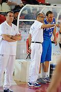 DESCRIZIONE : Teramo Giochi del Mediterraneo 2009 Mediterranean Games Italia Italy Montenegro Preliminary Men<br /> GIOCATORE : Carlo Recalcati Frank Vitucci<br /> SQUADRA : Italia Italy<br /> EVENTO : Teramo Giochi del Mediterraneo 2009<br /> GARA : Italia Italy Montenegro<br /> DATA : 29/06/2009<br /> CATEGORIA : coach<br /> SPORT : Pallacanestro<br /> AUTORE : Agenzia Ciamillo-Castoria/G.Ciamillo