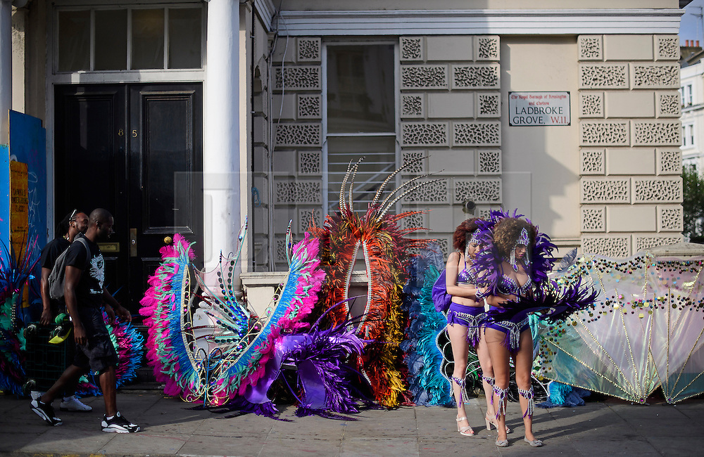 © Licensed to London News Pictures. 29/08/2016. London, UK. A carnival goers adjust their costumes while preparing to take part in day two of the Notting Hill carnival, the second largest street festival in the world after the Rio Carnival in Brazil, attracting over 1 million people to the streets of West London.  Photo credit: Ben Cawthra/LNP