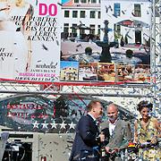 NLD/Rijswijk/20110601 - Uitreiking Talkies Terras Award 2011, Kristina Bozilovic met eigenaars Patrick van Zuilen en Peter van Santen
