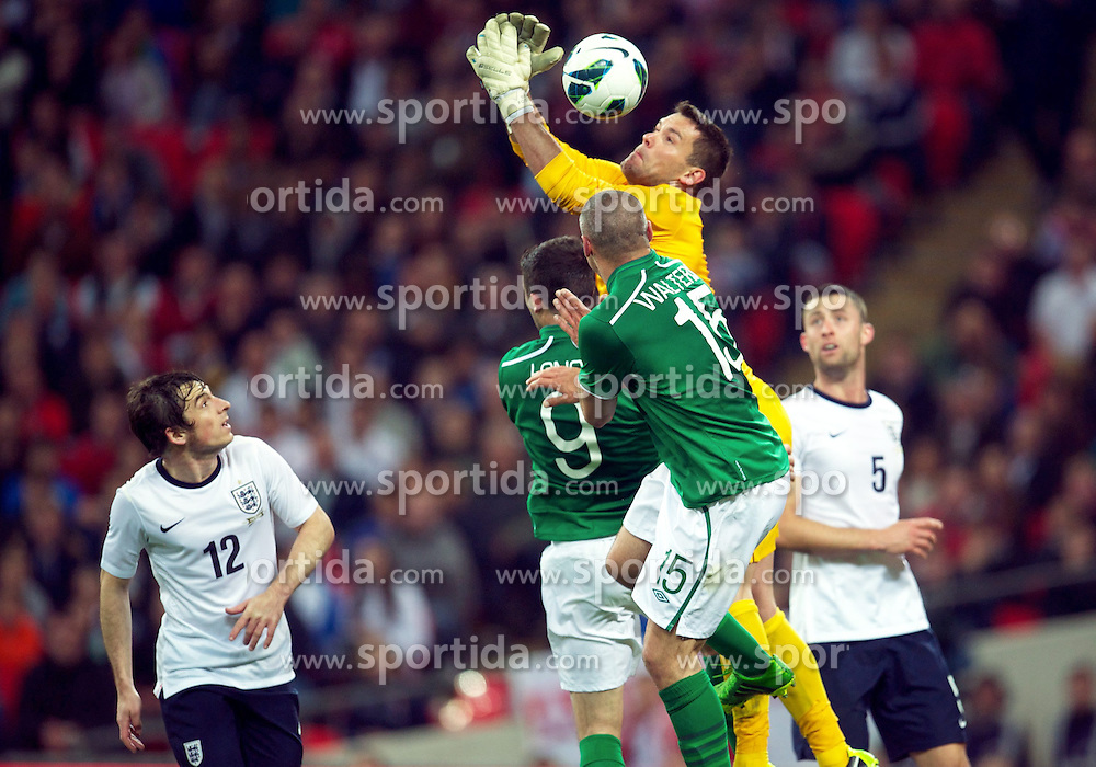 29.05.2013, Wembley Stadion, London, ENG, Testspiel, England vs Irland, im Bild England's goalkeeper Ben Foster fumbles the ball against Republic of Ireland during during International Friendly Match between England and Republic of Ireland at the Wembley Stadium, London, United Kingdom on 2013/05/29. EXPA Pictures &copy; 2013, PhotoCredit: EXPA/ Propagandaphoto/ David Rawcliffe<br /> <br /> ***** ATTENTION - OUT OF ENG, GBR, UK *****