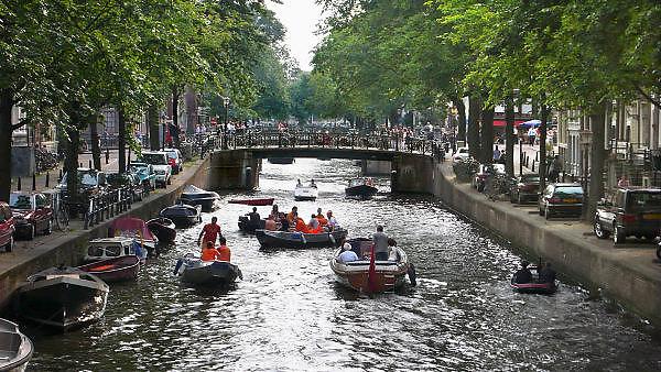 Nederland, Amsterdam, 14-8-2010Waterpret met bootjes op de Herengracht.Foto: Flip Franssen/Hollandse Hoogte