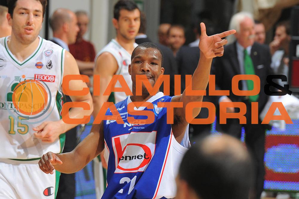 DESCRIZIONE : Siena Lega A 2010-11 Finale Play off Gara 1 Montepaschi Siena Bennet Cantu<br /> GIOCATORE : Mike Green<br /> CATEGORIA : mani<br /> SQUADRA : Bennet Cantu<br /> EVENTO : Campionato Lega A 2010-2011<br /> GARA : Montepaschi Siena Bennet Cantu<br /> DATA : 11/06/2011<br /> SPORT : Pallacanestro<br /> AUTORE : Agenzia Ciamillo-Castoria/GiulioCiamillo<br /> Galleria : Lega Basket A 2010-2011<br /> Fotonotizia : Siena Lega A 2010-11 Finale Play off Gara 1 Montepaschi Siena Bennet Cantu<br /> Predefinita :
