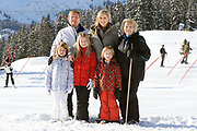 Fotosessie met de koninklijke familie in Lech /// Photoshoot with the Dutch royal family in Lech .<br /> <br /> Op de foto / On the photo: Prinses Maxima, Prins Willem Alexander, Prinses Amalia, Prinses Alexia en Prinses Ariane met Koningin Beatrix /////  Princess Maxima, Crown Prince Willem Alexander, Princess Amalia, Princess Alexia and Princess Ariane with Queen Beatrix