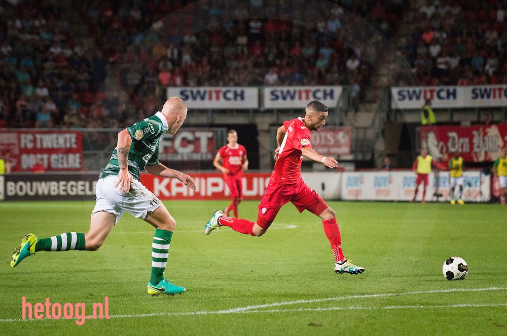 Nederland, Enschede GrolschVeste 27aug2016 Derde wedstrijd knvb eredivisie 2016-2017 FCTwente-Sparta Rotterdam uitslag 3-1 Hakim Ziyech scoort twee maal. Na 15 min. opende Hakim Ziyech de score en in de  36 min. voor debutant Yaw Yeboah de 2-0  Tien minuten na rust  een benutte penalty voor Sparta vrij snel daarna wederom Ziyech met zijn tweede goal van de avond voor de 3-1. foto: Cees Elzenga