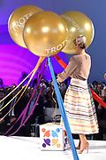 Koningin Maxima opent congres De Dag van de Jeugdprofessional. Het is de eerste keer dat een dergelijke bijeenkomst wordt georganiseerd voor professionals die werkzaam zijn in de jeugdhulp en jeugdbescherming.<br /> <br /> Queen Maxima Opens Congress Youth Professionals Day. It is the first time that such a meeting is organized for professionals working in youth care and youth protection.