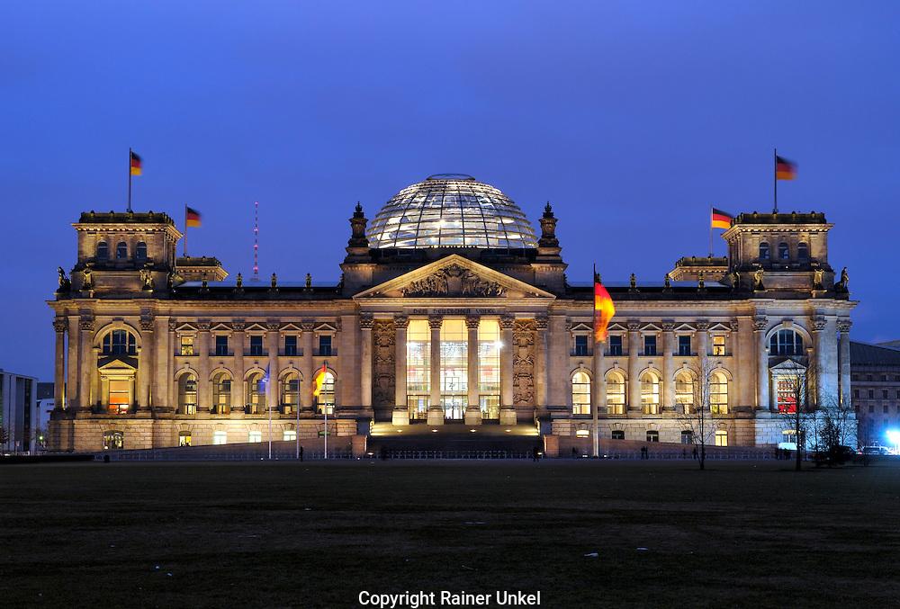 DEU , DEUTSCHLAND : Der Bundestag / Reichstag in Berlin.  |DEU , GERMANY : The Bundestag / Reichstag in Berlin|.   19.02.2011.  Copyright by : Rainer UNKEL , Tel.: 0171/5457756