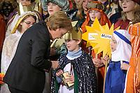 04 JUN 2008, BERLIN/GERMANY:<br /> Angela Merkel, CDU, Bundeskanzlerin, steckt ihre Spende in die Spendendose von einem der Heiligen drei Koenige, waehrend dem Empfang der Sternsinger im Bundeskanzleramt<br /> IMAGE: 20080104-01-029<br /> KEYWORDS: Heilige drei Koenige, Heilige drei K&ouml;nige, spendet, Geld, Geldscheine, Kanzleramt