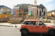 Duitsland, Dusseldorf, 2-6-2012Kaufhof is een warenhuis aan de Königsallee. Deze winkelstraat wordt gerenoveerd en er wordt een metro in gelgd. Ook de Kaufhof wordt verbouwd.Foto: Flip Franssen/Hollandse Hoogte