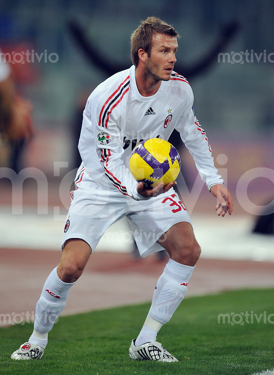 FUSSBALL INTERNATIONAL   SERIE A   SAISON 2008/2009   11.01.2009 AS Rom - AC Mailand David Beckham (AC Mailand) mit Ball