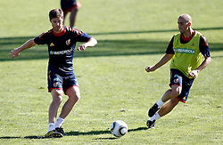 06.10.2010, Madrid, ESP, Spain national football team training, im Bild Xabi Alonso and Borja Valero during trainning session. EXPA Pictures © 2010, PhotoCredit: EXPA/ Alterphotos/ Alvaro Hernandez +++++ ATTENTION - OUT OF SPAIN / ESP +++++