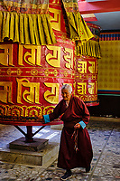 Nepal, Vallee de Kathmandu, Katmandou, village de Bodnath, monastère tibetain, moulin à prière // Nepal, Kathmandu valley, Bodnath village, tibetan monastery, prayer wheel