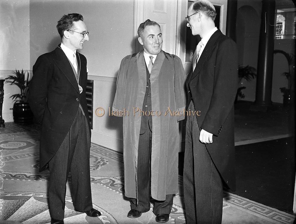 Colm Gallagher (centre) at Presidential Inauguration of Sean T O'Ceallaigh, Dublin Castle..25/06/1952