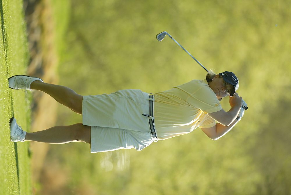 Dianna D'Alessio..LPGA Welch's Fry's Championship.Second Round.Dell Urich Course at Randolph Park.Tucson, AZ.Friday, March 12 2004..photograph by Darren Carroll