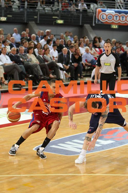DESCRIZIONE : Roma Lega A1 2007-08 Playoff Quarti di finale Gara 1 Lottomatica Virtus Roma Angelico Biella<br /> GIOCATORE : Ibrahim Jaaber<br /> SQUADRA : Lottomatica Virtus Roma<br /> EVENTO : Campionato Lega A1 2007-2008 <br /> GARA : Lottomatica Virtus Roma Angelico Biella<br /> DATA : 18/05/2009<br /> CATEGORIA : palleggio<br /> SPORT : Pallacanestro <br /> AUTORE : Agenzia Ciamillo-Castoria/E.Castoria