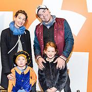 NLD/Amsterdam/20161126 - Studio 100 Winterfestival, Casper Burgi en partner Barbara Sander en hun kinderen