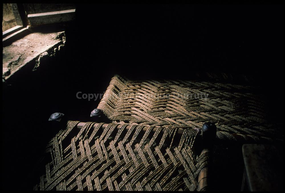 lits de corde dans une auberge du nord Pakistan