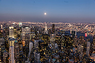 New York. Elevated view on the  Chrysler building and east river.Midtown and Queens in the distance  New york - United states  Manhattan /  vue d'en haut sur le Chrysler building et l east river. midtown et le quartier de Queens dans le lointoin  New york - Etats unis Manhattan