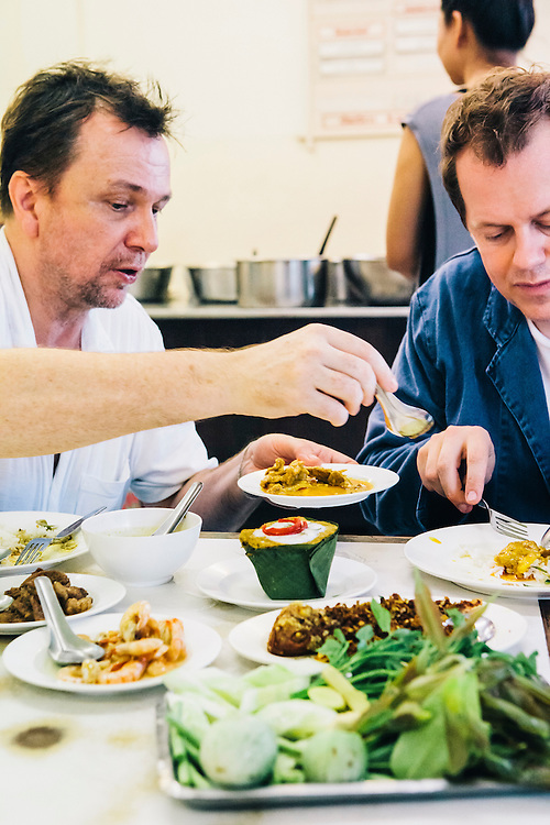 David Thompson and Tom Pagrker-Bowles eating lunchK of khao gaeng (curry shop), Nakhon Si Thammarat