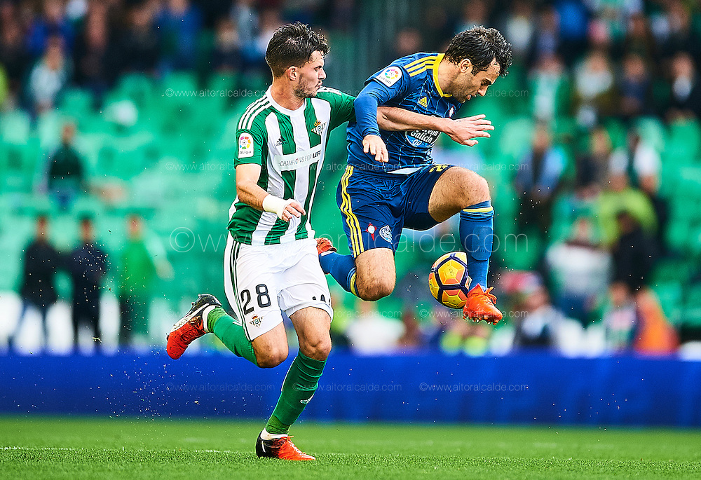 SEVILLE, SPAIN - DECEMBER 04:  Giuseppe Rossi of RC Celta de Vigo (R) competes for the ball with Jose Carlos Rodriguez of Real Betis Balompie during La Liga match between Real Betis Balompie an RC Celta de Vigo at Benito Villamarin Stadium on December 4, 2016 in Seville, Spain.  (Photo by Aitor Alcalde Colomer/Getty Images)