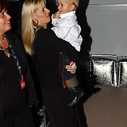 CD presentatie Frans Bauer, zwangere vrouw Mariska Rossenberg en kind Jan