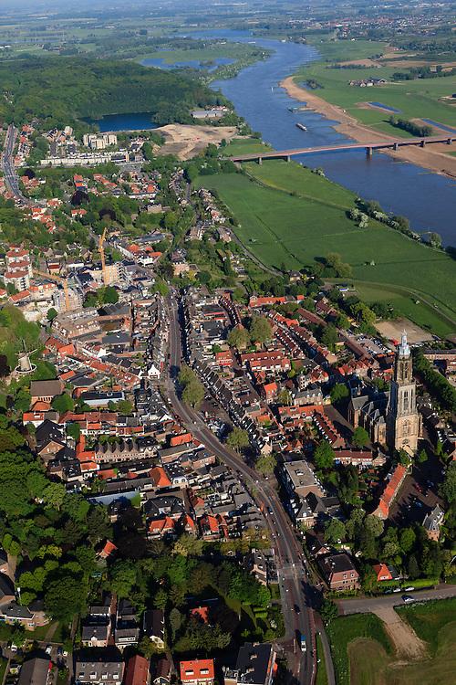 Nederland, Utrecht, Rhenen, 27-05-2013; het centrum van de stad is tijdens de Tweede wereldoorlog grotendeels verwoest (Slag bij de Grebbeberg, mei 1940). Boven in beeld de Neder-rijn, in het centrum de Cunerakerk en Cuneratoren.<br /> Klassiek en exemplarisch voorbeeld van wederopbouw, de oorspronkelijke stedenbouwkundige structuur is gehandhaafd. <br /> Center of Rhenen was destroyed in May 1940 ( World War II), and restored with classic and exemplary example of reconstruction, while the original urban structure has been maintained.<br /> luchtfoto (toeslag op standard tarieven)<br /> aerial photo (additional fee required)<br /> copyright foto/photo Siebe Swart