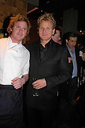 Ian Pengelley and Gordon Ramsay. Pengelley's opening. 164 Sloane St. London SW1. 22 February 2005. . ONE TIME USE ONLY - DO NOT ARCHIVE  © Copyright Photograph by Dafydd Jones 66 Stockwell Park Rd. London SW9 0DA Tel 020 7733 0108 www.dafjones.com