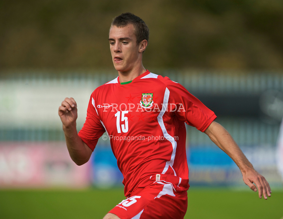 HAVERFORDWEST, WALES - Saturday, October 3, 2009: Wales' Richard Peniket in action against Russia during the UEFA Under-17 Championship Qualifying Round Group 12 match at Bridge Meadow Stadium (Pic by David Rawcliffe/Propaganda)