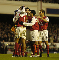 Fotball<br /> FA-cup 2005<br /> Arsenal v Wolves<br /> 29. januar 2005<br /> Foto: Digitalsport<br /> NORWAY ONLY<br /> Arsenal players celebrate after Patrick Vieira gave the team a 1-0 lead from the penalty spot